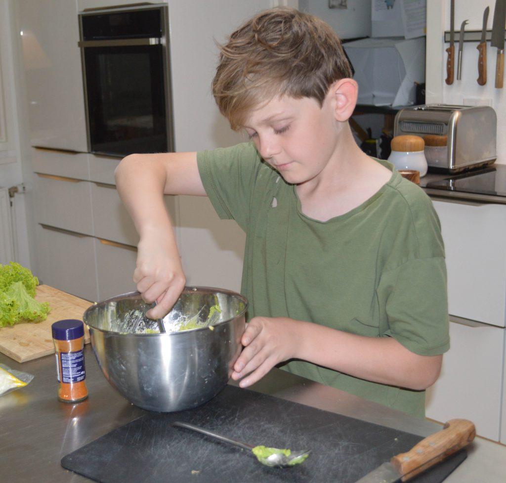 Niels laver guacamole