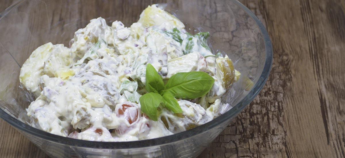 Kold Kartoffelsalat Med Frisk Spinat Lækkert Tilbehør Fra