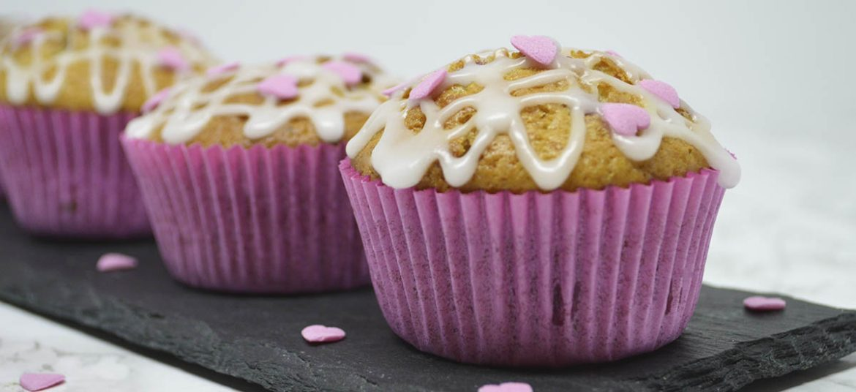 Muffins med hindbær og hvid chokolade