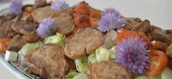 Salat med marineret mørbrad