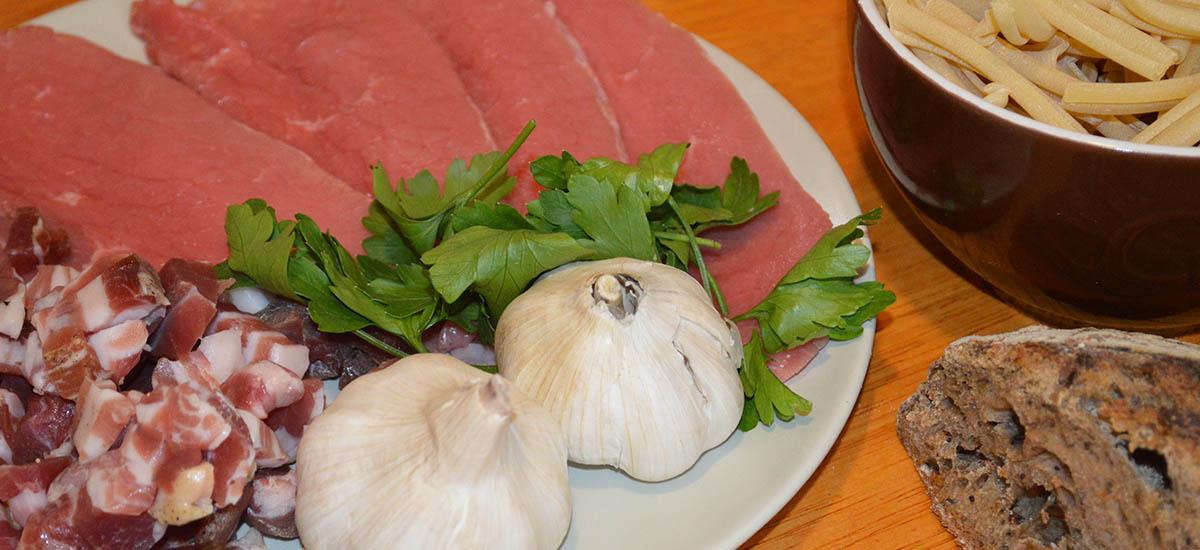 Italiensk kalvekød med pancetta - inden stegning