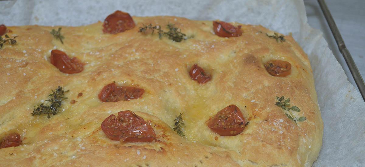 Foccacia med soltørrede tomater