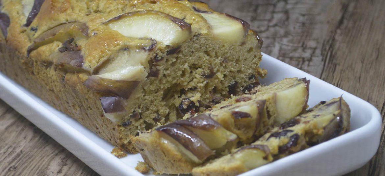 Earl grey kage med nektariner og tranebær