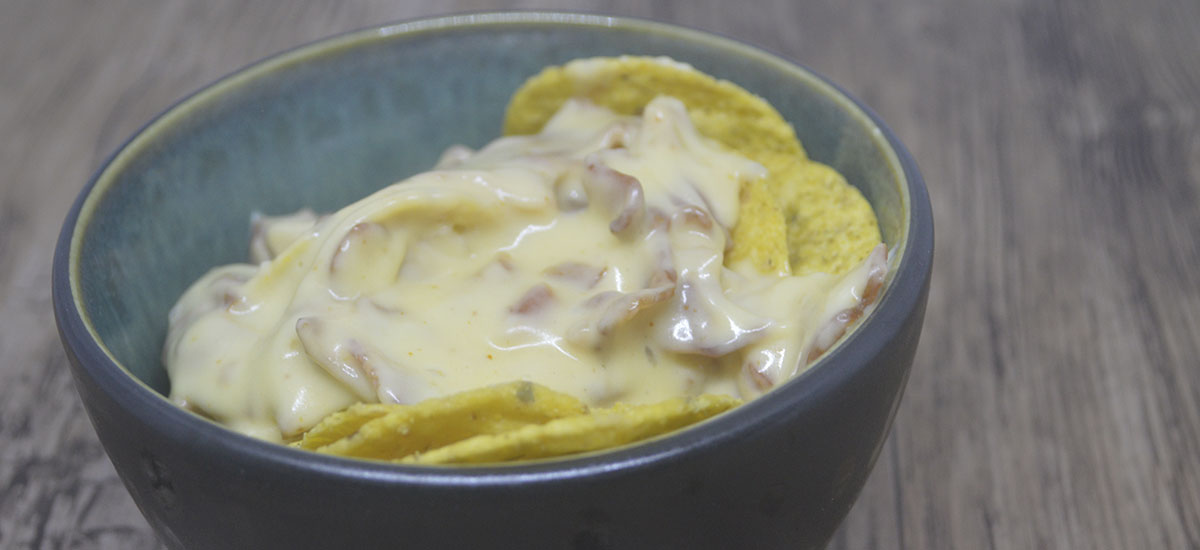 Nacho chips med bacon oste sauce