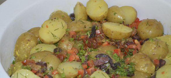 Lun kartoffelsalat med sennepsdressing